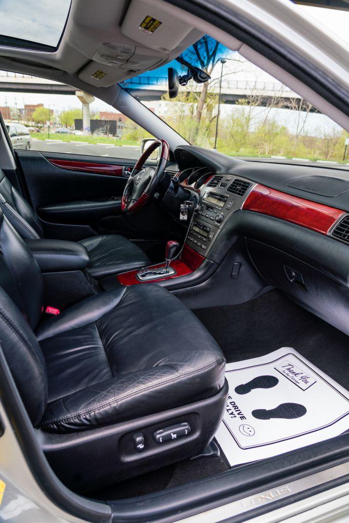 2004 LEXUS ES 330 for sale at JJ's Auto Outlet