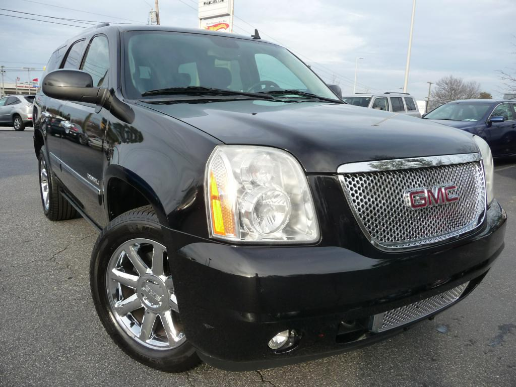 2010 GMC YUKON DENALI Air Conditioning Power Windows Power Locks Power Steering Tilt Wheel AM