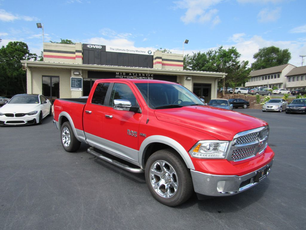 2014 RAM 1500 HEMI QUAD 1 Owner! 4WD-Camera-A/C Seats!