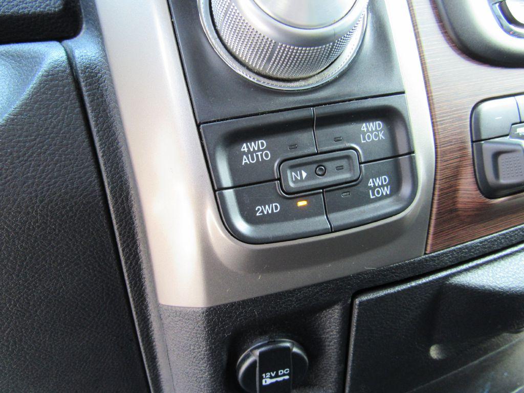 2014 RAM 1500 HEMI QUAD 1 Owner! 4WD-Camera-A/C Seats!