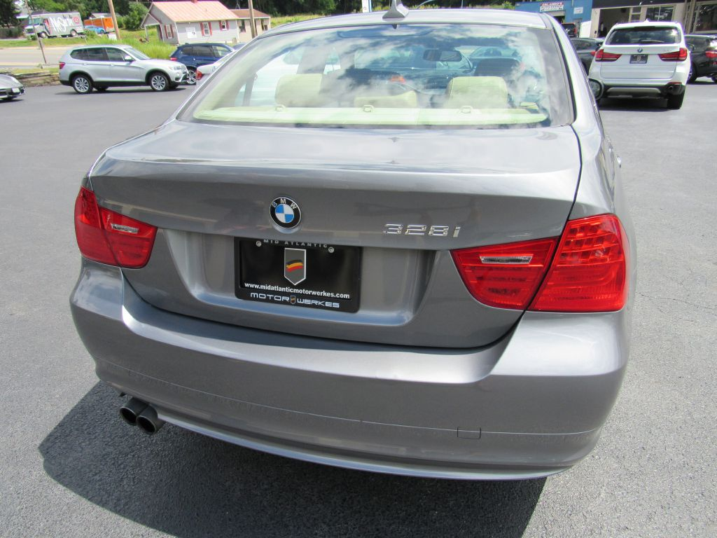 2011 BMW 328I XDRIVE 2-Owner! Premium - New Tires!