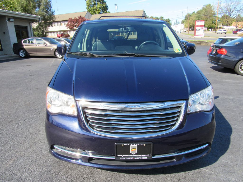 2013 Chrysler TOWN & COUNTRY TOURING with DVD