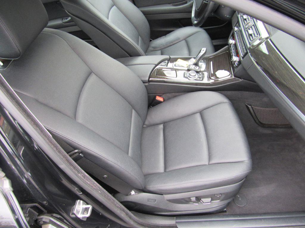 2011 BMW 528 I Premium Heated LOW Miles!
