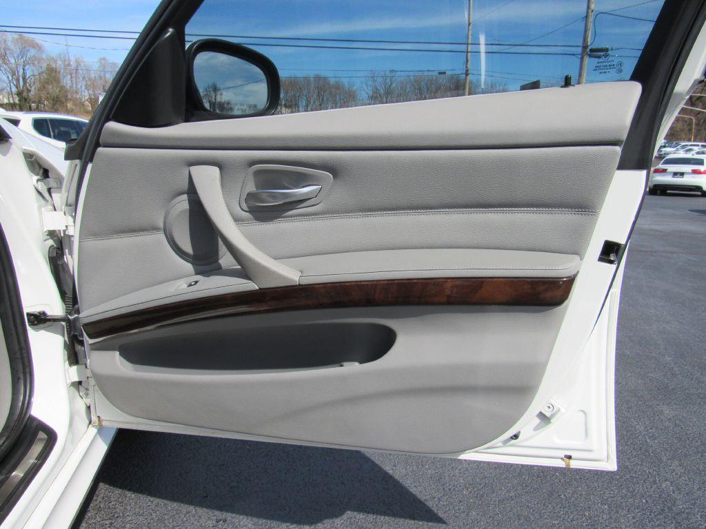 2011 BMW 328I XDRIVE Premium Pkg - Heated Seats