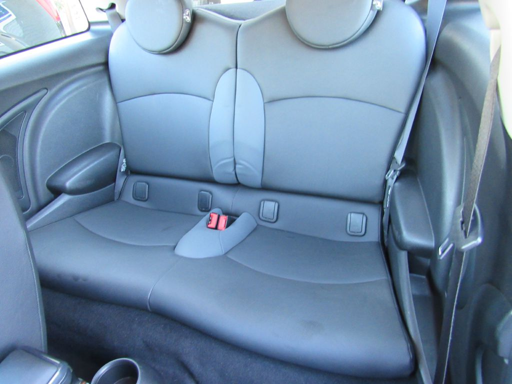 2010 Mini COOPER HARDTOP Cold Weather Pkg - Sport Auto