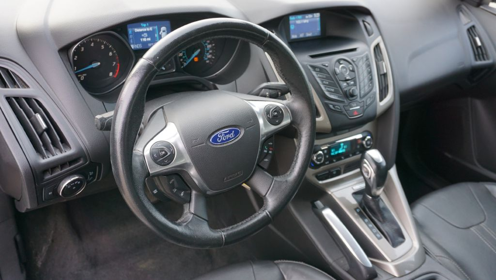 2012 FORD FOCUS SEL for sale at Zombie Johns