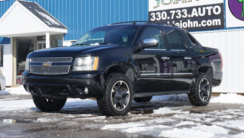2007 CHEVROLET AVALANCHE LTZ 1500 4*4 for sale at Zombie Johns